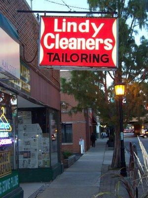 Lindy Cleaners in Oak Park, IL Dry Cleaning & Laundry